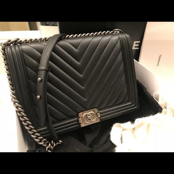 5944906ba0d0 CHANEL Handbags - Chanel Boy bag black lambskin chevron in large
